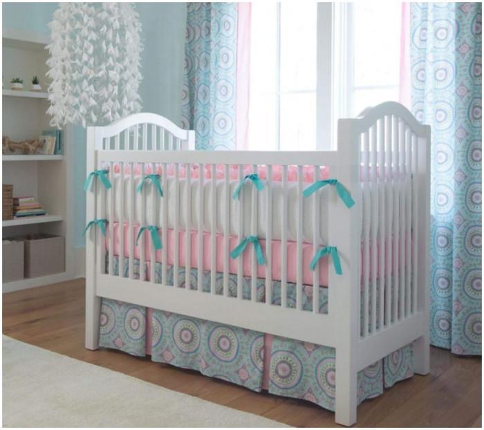 Нежна, стилна и красива визия за бебешкото легло на вашето мъниче!
