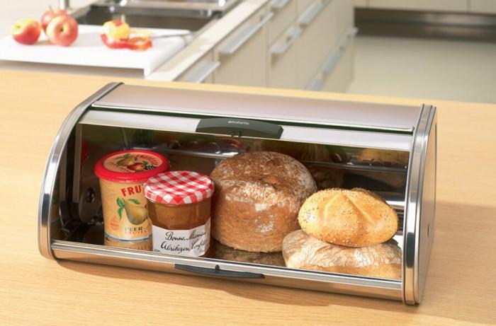 Класическа идея за модерна кухня - металната кутия за хляб