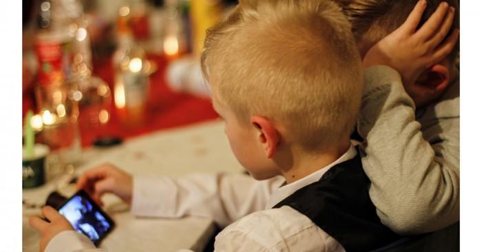 Повече от половината европейци използват умни високоговорители като част от грижата за децата