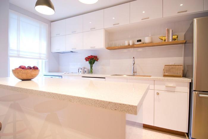 Освежете вида на кухненския модул с помощта на фолио или боя