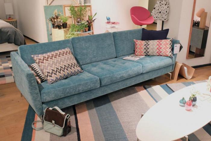 Претапицирайте стария диван в хола