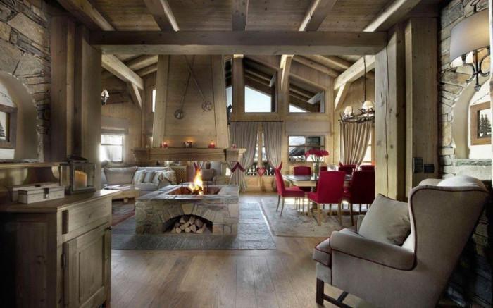 Дървените, красиви и масивни мебели в дневната носят спокойствие и уют