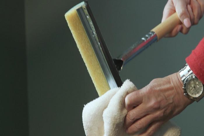 Почистване на прозорците със сапунен разтвор