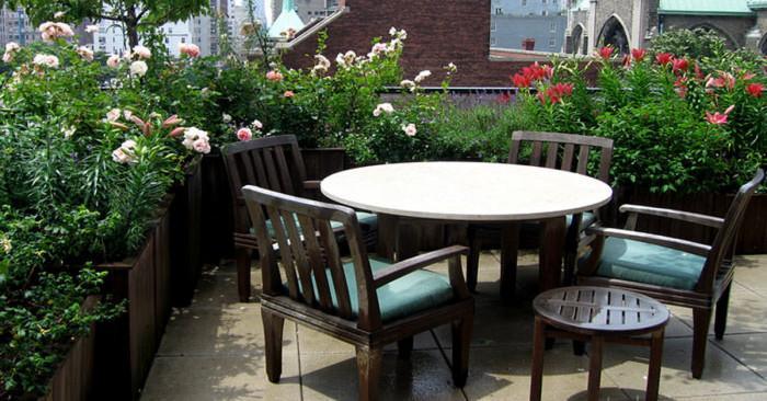 Как да превърнем терасата в красива градина?