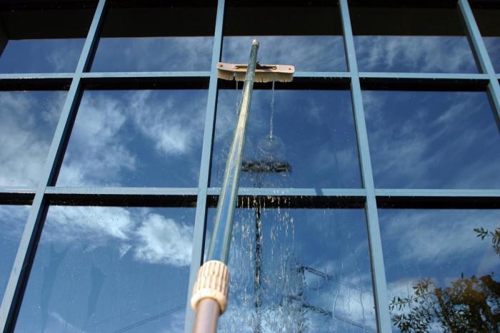 Почистване на прозорците с амоняк