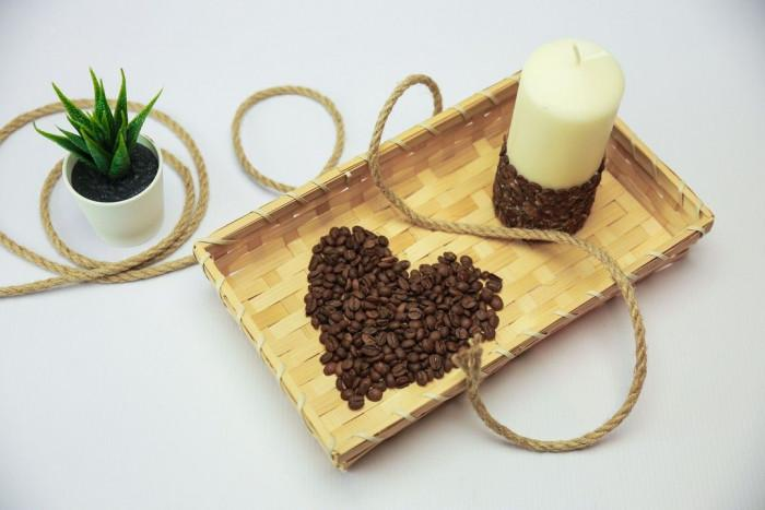Свещ с аромат и визия на кафе…