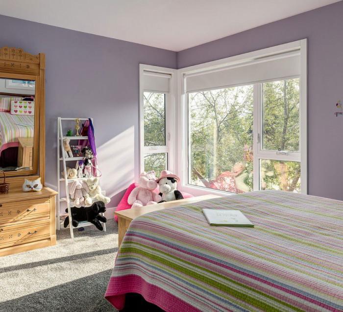 Детска стая, оцветена в лилаво