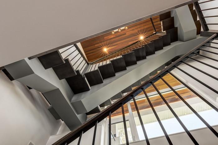Стълбището...