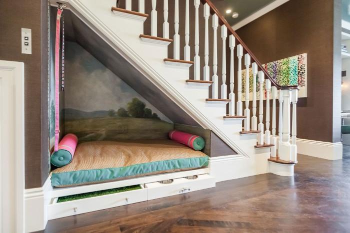 Легло под стълбите или в ниша в стената - нестандартно решение