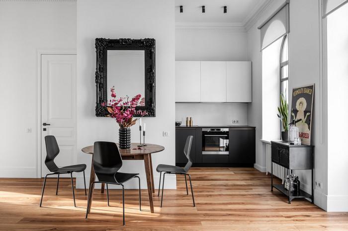 Кухня и трапезария в черно, бяло и златно