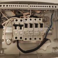 Снимка на ел. таблото за ремонт