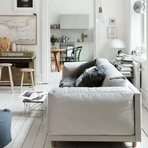 Не разполагайте дивана и фотьойлите до стената