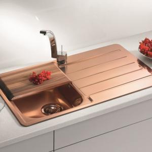 Елегантна медна мивка с интригуваща визия