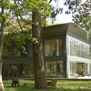 Къща със стъклени стени