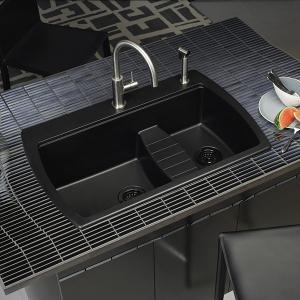 Мивката от синтетичен гранит придава стил на цялото помещение