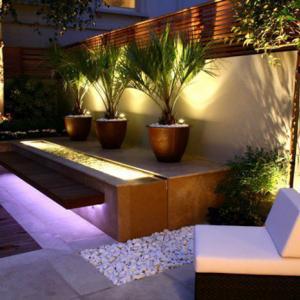 Потърсете опитен електротехник за градинско осветление