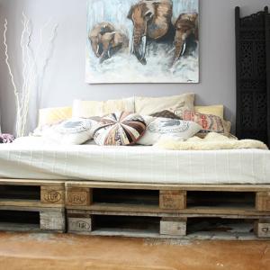 Леглото от палети в спалнята