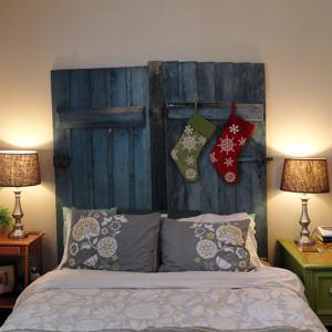 Табла за легло от стари врати
