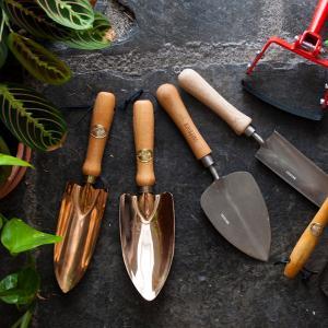 Почистете градинските инструменти