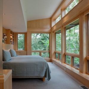 Осигурете достатъчно естествена светлина в спалнята