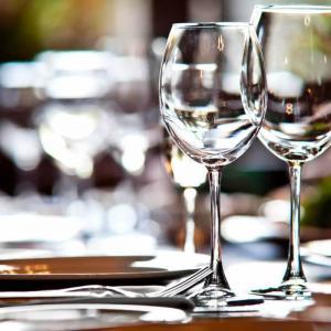 Красивите стъклени чаши имат нужда от внимателна грижа