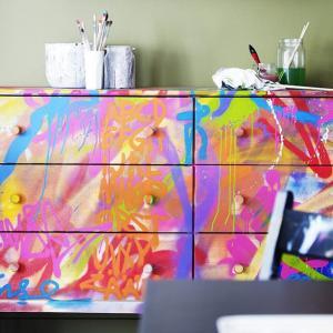 Мебели, покрити с ефектни графити - защо не?