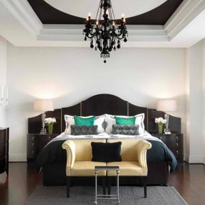 Загадъчна спалня с готически привкус
