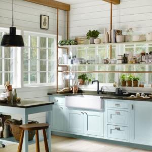 Използвайте плота като маса за хранене в малката си кухня