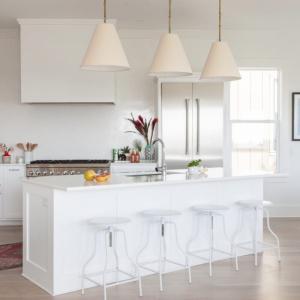 Оставете отворен достъп към един от кухненските шкафове