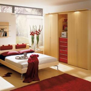 Чиста, светла и подредена стая