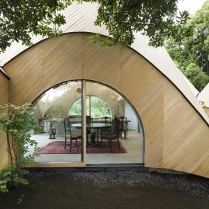 Примитивна колибка или ултрамодерен дом?