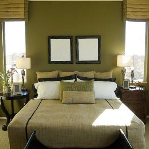 Симетрично разположена спалня