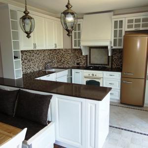 Кухня от фурнирован и MDF с цвят