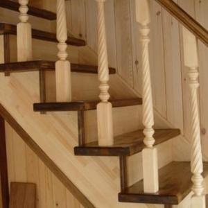 Нарушаване на повърхността на дървената стълба от термични ефекти, насекоми и плесени
