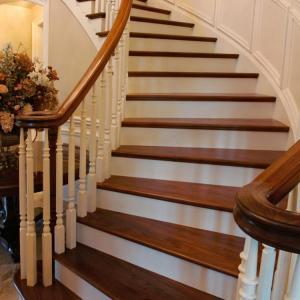 Повреди на повърхността на стълбите от излагане на химикали