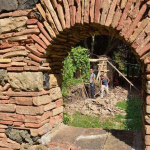 Автентична археологическа база