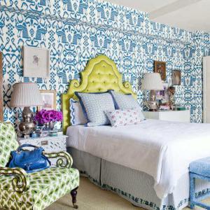 Сини арт тапети в спалнята