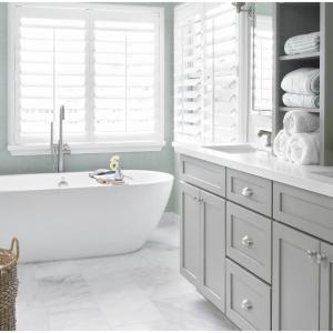 Красотата на едноцветната баня