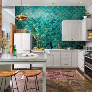 Цветен гръб на кухнята