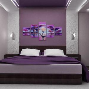 Дизайн на спалнята в сива и люлякова гама