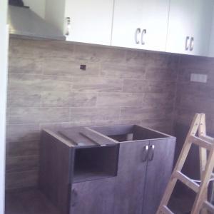 изработка сглобяване и монтаж на кухненски шкафове