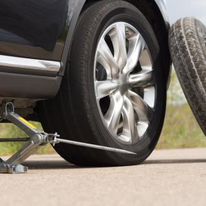 Стъпка 5: Повдигнете автомобила още