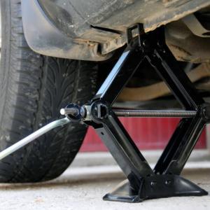 Стъпка 8: Заменете старата гума с нова