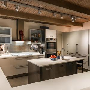 Съвременен апартамент с индустриална кухня - как ви звучи?