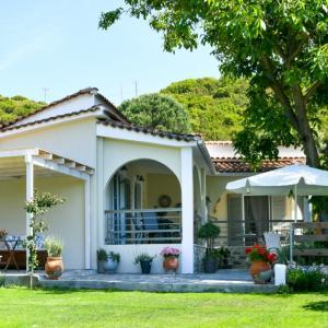 6 идеи как да се спасим от горещото слънце в градината