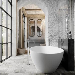 Каменни стени в банята