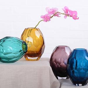 Масивни стъклени вази във всякакви цветове
