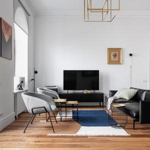 Черно, бяло и златно в дневната